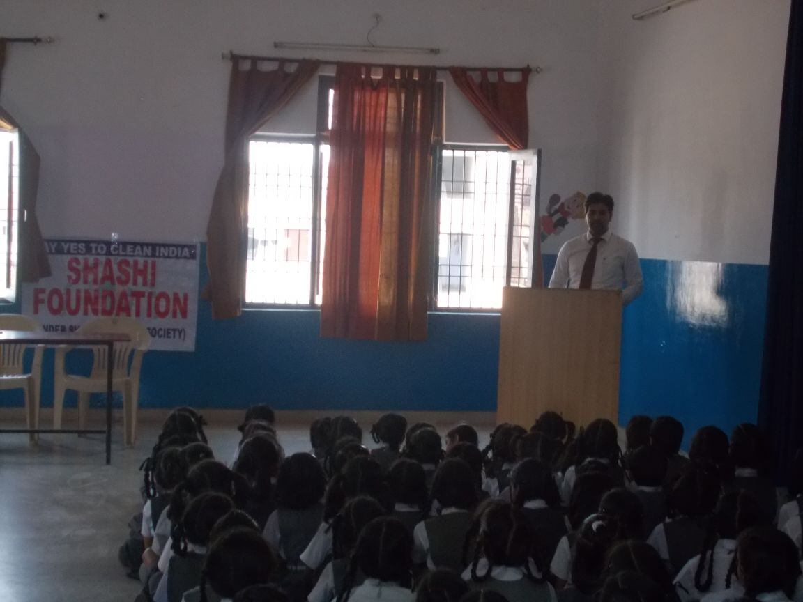 Bhupendra explaining the importance of hygiene to the students of LUCKNOW (U.P.)