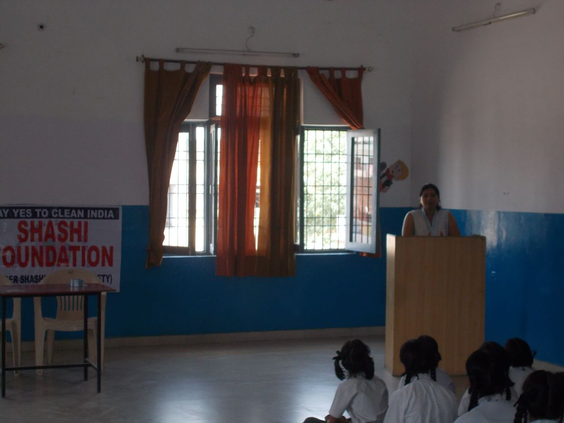 Bhupendra & Shitika explaining the importance of hygiene to the students of LUCKNOW (U.P.)ON 24TH APRIL 2015
