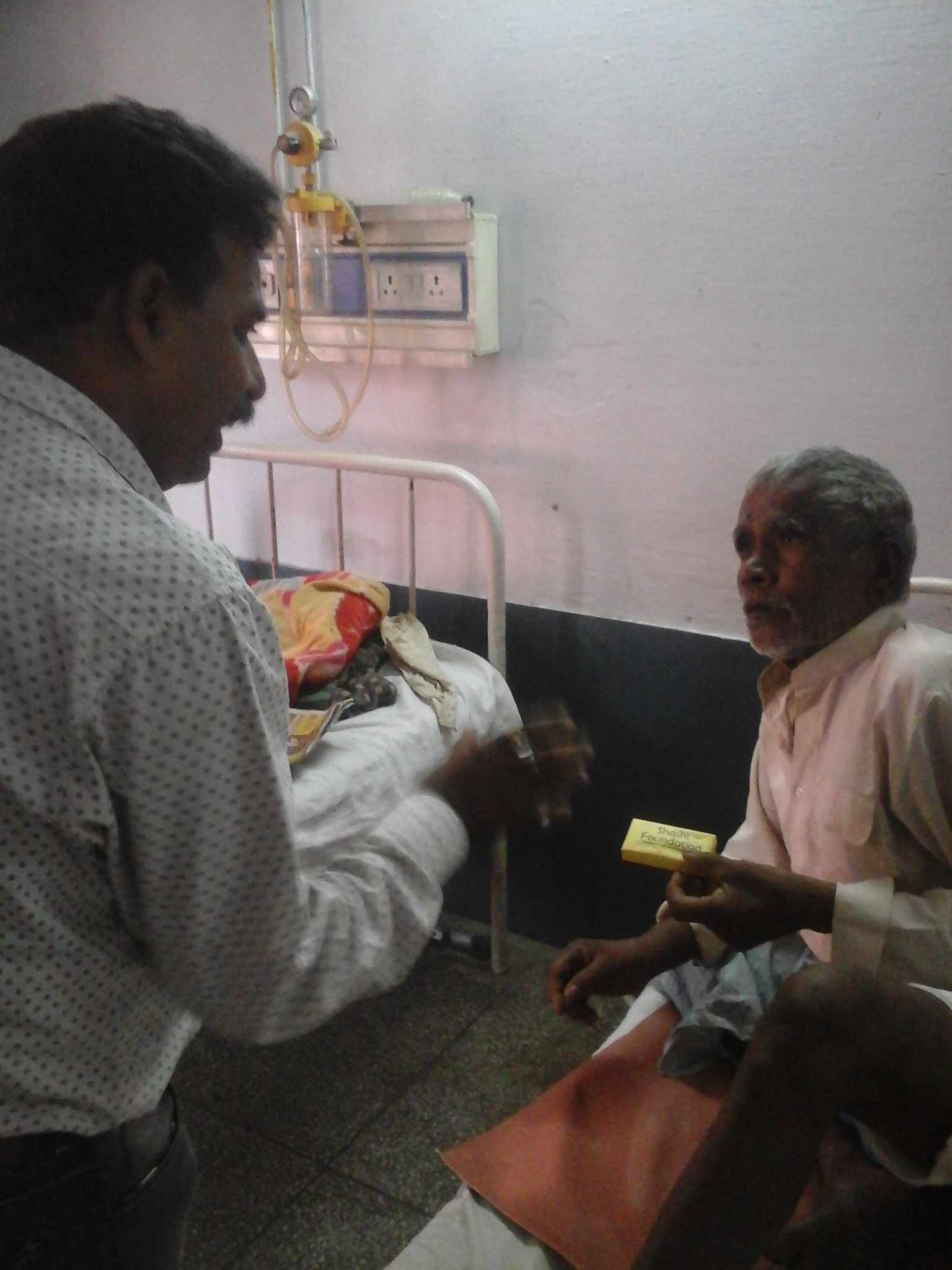 SOAP BEING DISTRIBUTED IN CIVIL HOSPITAL MORADABAD (U.P.) ON HAND HYGIENE DAY (5TH MAY 2015)