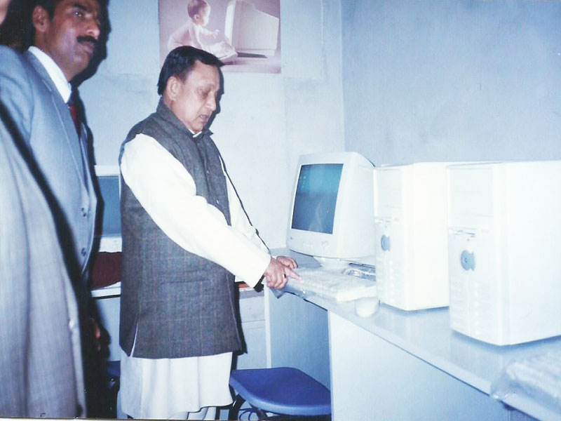 OUR COMPUTER INSTITUTE BEING INAUGURATED BY THE THEN MINISTER OF EDUCATION, U.P. GOVERNMENT, HONOURABLE DR.NEPAL SINGH (23 RD DECEMBER 2001)