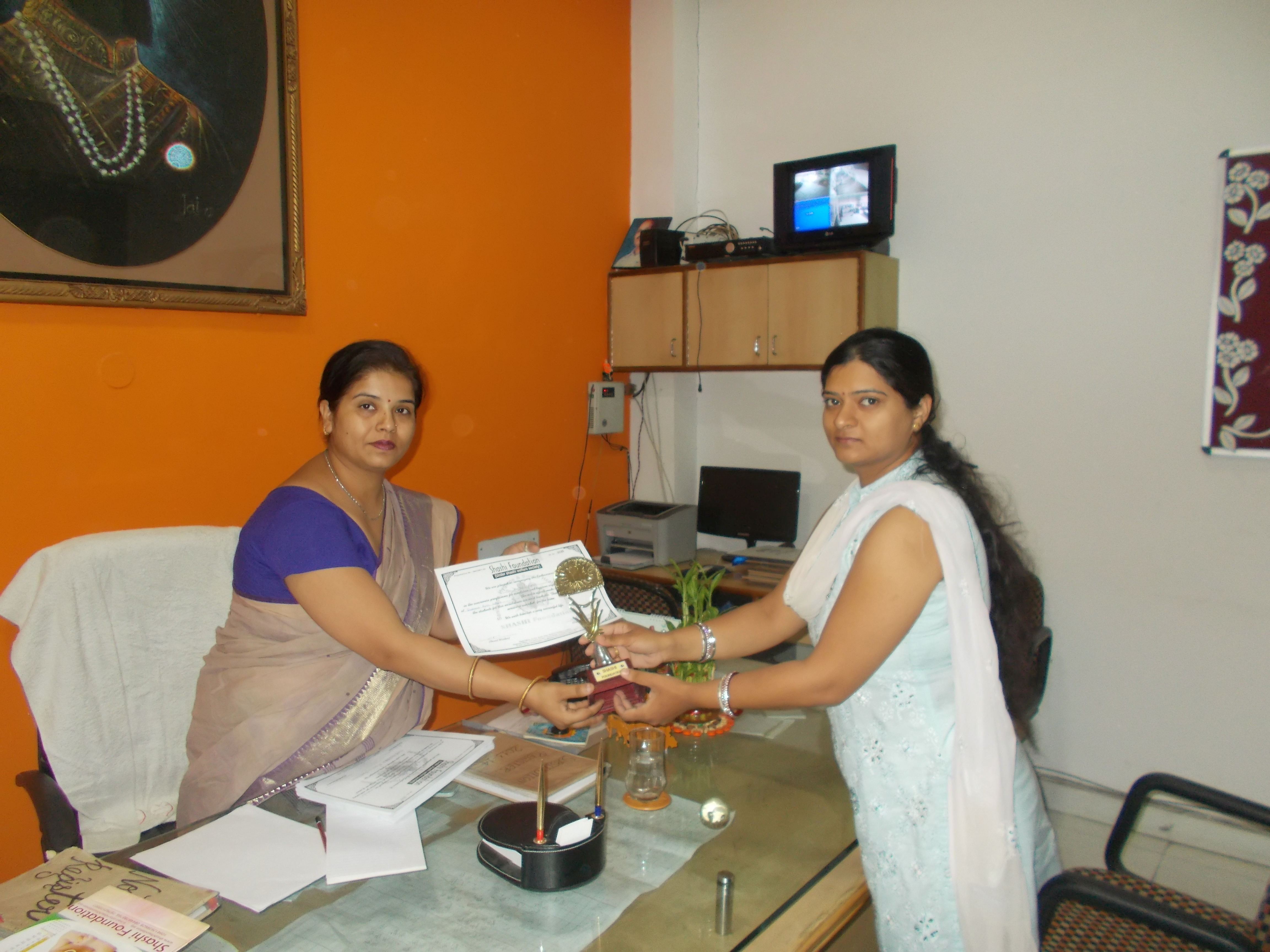 Shitika thanking the principal of school for her support in the awareness program held in her school
