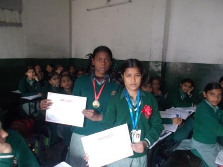 STUDENTS BEING AWARDED FOR THEIR ACTIVE PARTICIPATION & SUPPORT IN THE AWARENESS PROGRAM ON SANITATION & HYGIENE IN LUDHIANA (PUNJAB) FEB 2016